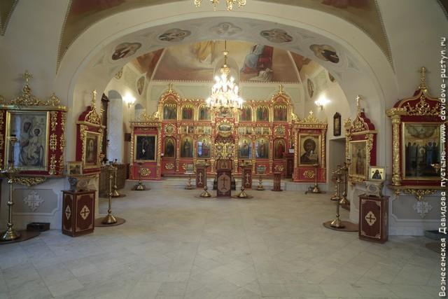 Никольский храм интерьер